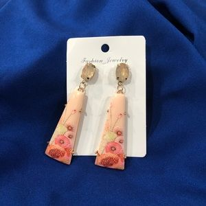 Jewelry - BNWT dangle statement earrings